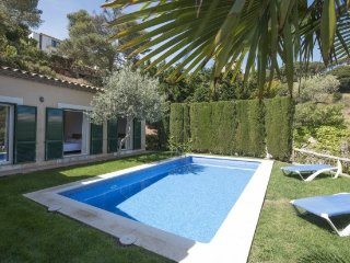 Begur Villa Sleeps 6 with Pool and WiFi - 5246713