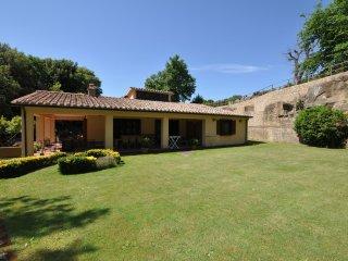 3 bedroom Apartment in Sovana, Tuscany, Italy : ref 5242016