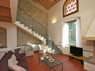 2 bedroom Apartment in Castellina in Chianti, Tuscany, Italy : ref 5241579