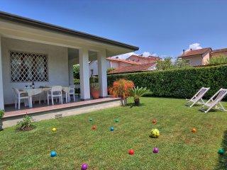 3 bedroom Villa in Forte dei Marmi, Tuscany, Italy : ref 5241011