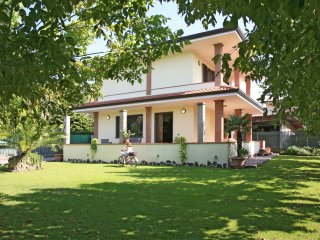 2 bedroom Villa in Forte dei Marmi, Tuscany, Italy : ref 5241009