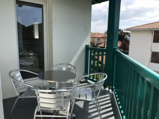 Appartement le club 21 : vacances au calme avec piscine et balcon