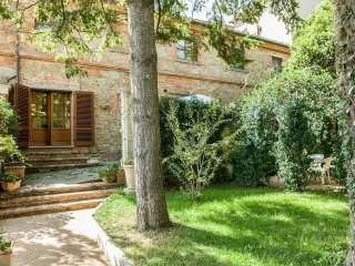 2 bedroom Villa in Bettolle, Tuscany, Italy : ref 5239692