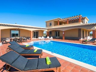 4 bedroom Villa in Armacao de Pera, Faro, Portugal : ref 5239022