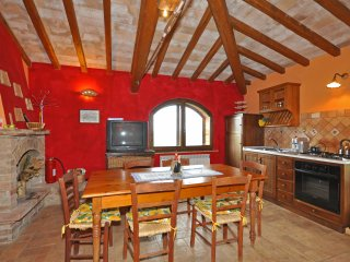 2 bedroom Apartment in San Giovanni d'Asso, Tuscany, Italy : ref 5239460
