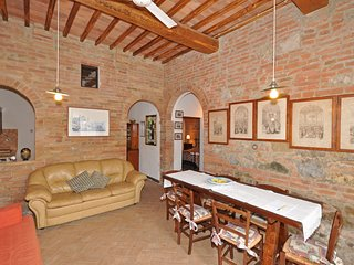 2 bedroom Apartment in San Giovanni d'Asso, Tuscany, Italy : ref 5239457