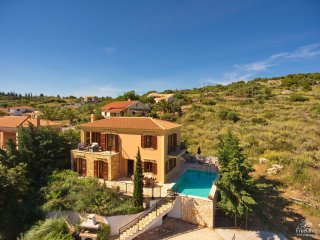 Katsarata Villa Sleeps 5 with Pool and Air Con - 5228159