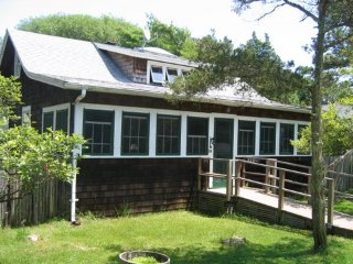 Charming Fire Island House (Seaview) - Private Deck - Family Friendly