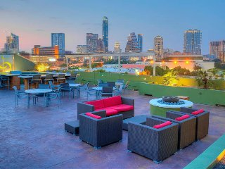 Luxury Downtown Hideout On the River with Pool & Gym