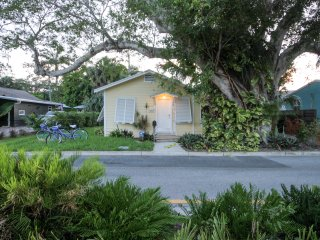Luxury Cottage, Steps to Palm Beach, Kravis/ Convention Center & City Place