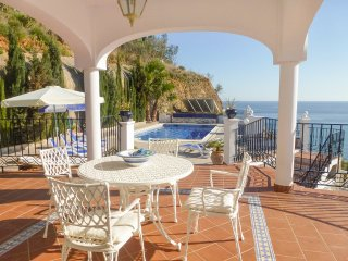 Torrox Villa Sleeps 8 with Pool and Air Con - 5226607