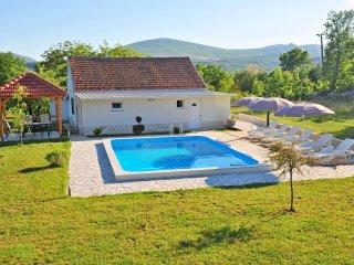 3 bedroom Villa in Hrvace, Splitsko-Dalmatinska Zupanija, Croatia : ref 5222476