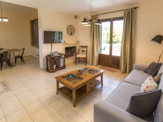 Sami Villa Sleeps 6 with Pool and Air Con - 5217996