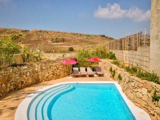 Victoria Villa Sleeps 4 with Pool - 5217831