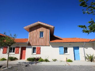 4 bedroom Villa in Biscarrosse, Nouvelle-Aquitaine, France : ref 5081866