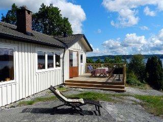 2 bedroom Villa in Lysekil, Västra Götaland, Sweden : ref 5058008