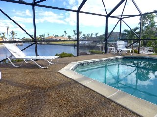 Marco Island Holiday Home Sleeps 4 with Pool Air Con and WiFi - 5057687