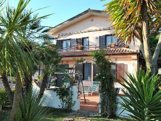 Stazione di Itri Holiday Home Sleeps 10 with Pool Air Con and Free WiFi