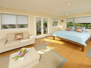 Paia Beach Luxury Home for 2, 10 steps white sandy beach