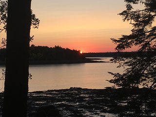 Discounts Aug 18-Beautiful Waterfront Log Home Minutes from Acadia