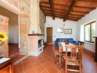 Gallina Holiday Home Sleeps 8 with Pool and Free WiFi - 5697194