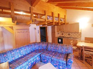 Massimeno Apartment Sleeps 5 with WiFi - 5696993