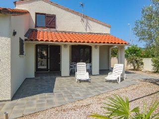 3 bedroom Villa in Saint-Cyprien-Plage, Occitania, France : ref 5050620