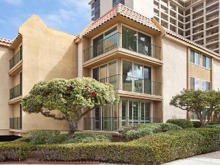 Barefoot at the Cove - gorgeous condo located in the heart of La Jolla Village