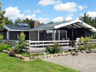 Sindrup Holiday Home Sleeps 4 - 5042358