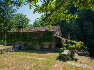 5 bedroom Villa in Gricigliana, Tuscany, Italy - 5696928