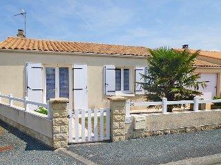 2 bedroom Villa in L'Ile d'Oléron, Nouvelle-Aquitaine, France : ref 5037458