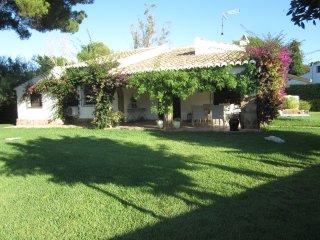 Villa Lola Jávea, en el Tosalet con jardín y piscina para 6 personas