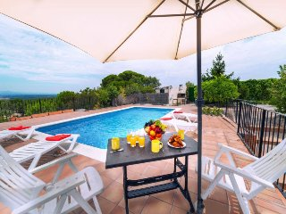 3 bedroom Villa with Pool and WiFi - 5698078