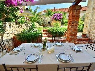 3 bedroom Villa with Air Con, WiFi and Walk to Beach & Shops - 5027707