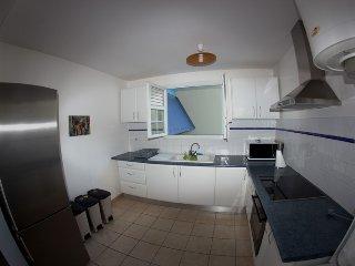 F2 spacieux de 53 m² tout équipé pour 2 personnes proximité commerces.