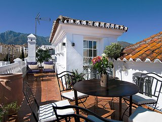 2 bedroom Villa in Marbella, Andalusia, Spain - 5698853
