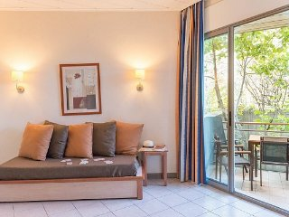 Superior 1 BR Apartment for 4 with A/C at Holiday Village Le Rouret