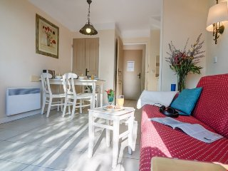 Superior 1 BR House for 5 at Holiday Village Le Rouret