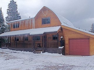 Great home only 7 miles from West Yellowstone- Red Cedar Cabin