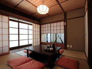 Authentic Machiya house in the Heart of GION! 2 FULL Bathrooms x FREE WiFi