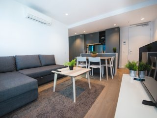 A Cozy & Modern 2BR Home Near Melbourne Central
