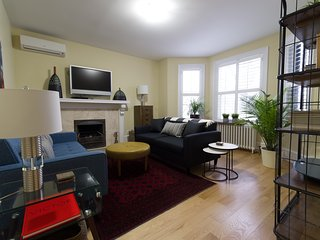 Rosedale Toronto 1 Bedroom 2 bath Apartment, Office and Terrace & Garden View