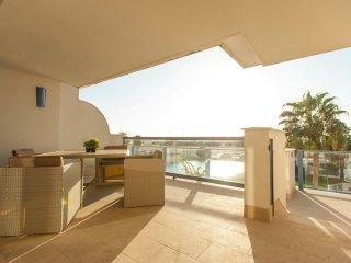 Apartamento moderno con piscina ref 48