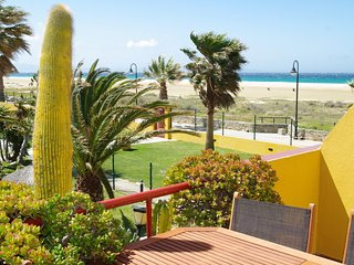 377 - Apartamento con piscina frente al mar