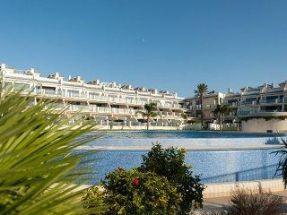 92 - Apartamento con piscina y garaje