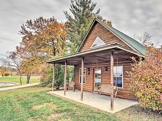 NEW! 1BR + Loft Columbia Cabin w/Shared Lake Dock!