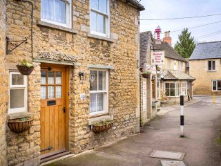 Inglenook Cottage is a beautiful Cotswold stone cottage, in Bourton-on-the-Water