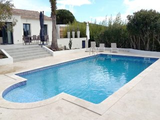 211009 fully renovated 4 bedroom villa,airco, pool 11x5,beach and centre at 3 km