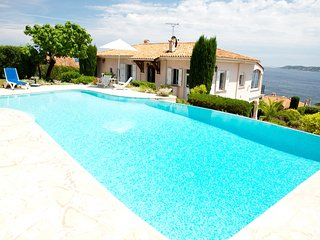 211006 4-bedroom villa, full sea view, pool, beach 600 mtr, centre 900 mtr, BBQ