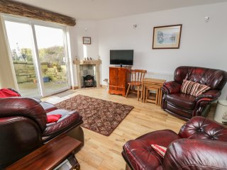 MEADOWBANK, countryside views, Forest of Bowland AONB, Downham 1 mile, Ref 97134